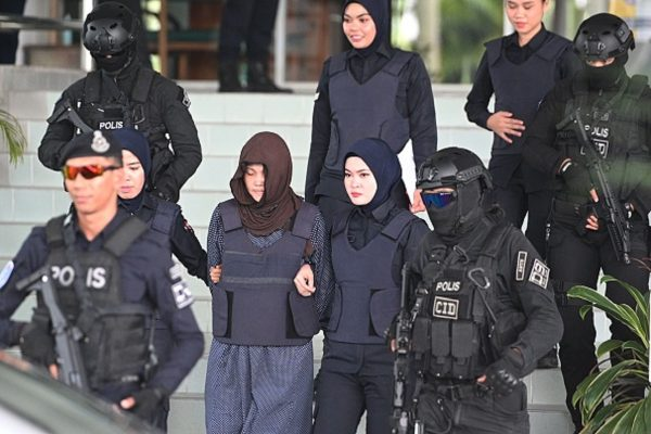 Vietnamese national Doan Thi Huong (2nd L) is escorted by Malaysian police