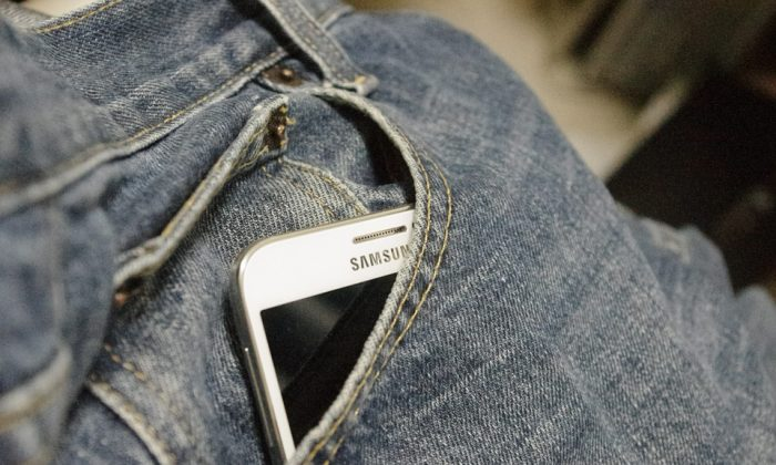 A stock photo of jeans and a phone (MaxPixel)