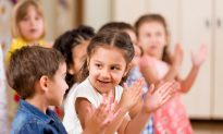 Kindergarten Class Stuns Beloved, Deaf Custodian by Signing 'Happy Birthday' Song