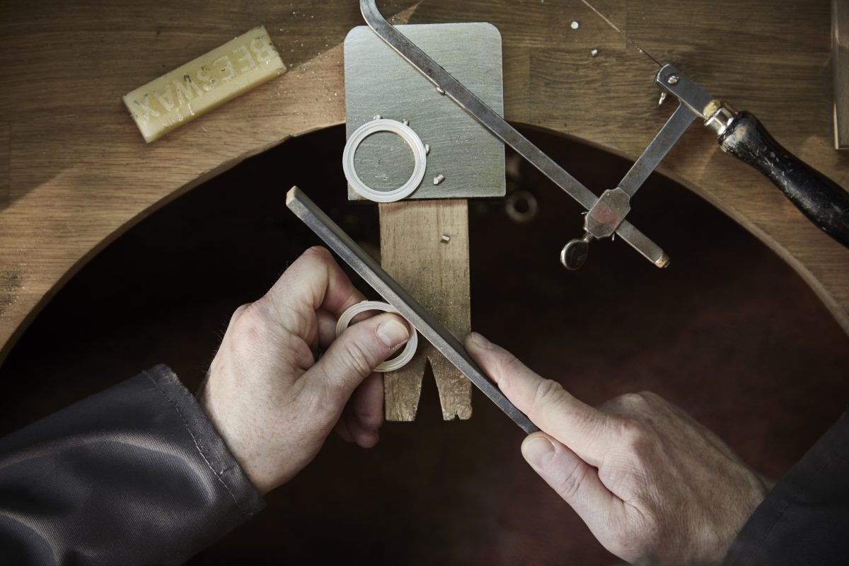 Watchmaking by hand