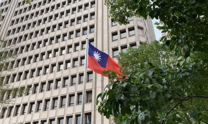 A Taiwan flag in front of a central government building in Taipei, Taiwan, on Feb. 18, 2019. (Marie He/The Epoch Times)