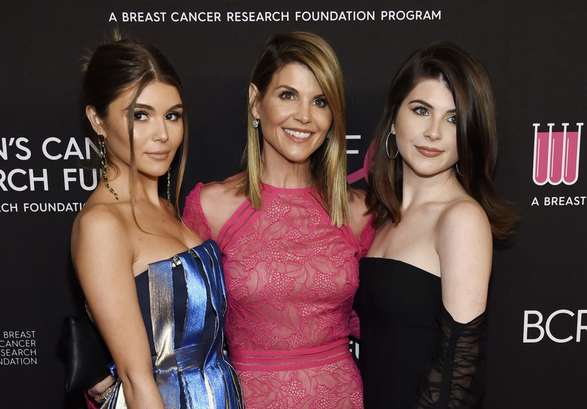 Actress Lori Loughlin, center, poses with daughters