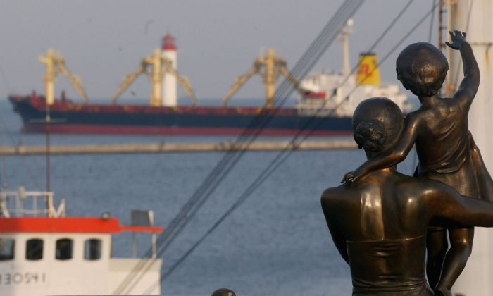 File photo taken on Dec. 8, 2004, showing a statue of a mother and child at a harbor in the Ukrainian port city of Odessa. (Getty Images)