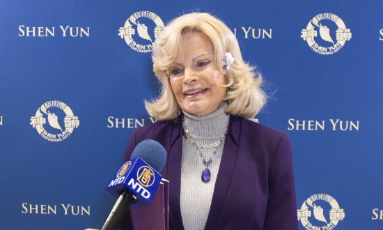 Violinist Says Shen Yun Is Art With Meaning
