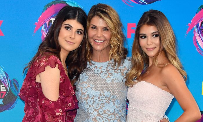 Isabella Giannulli, Lori Loughlin and Olivia Giannulli attend the Teen Choice Awards 2017 at Galen Center in L.A., Calif., on Aug. 13, 2017. (Frazer Harrison/Getty Images)
