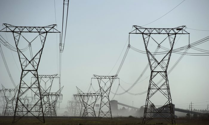 The South African energy provider Eskom's coal power plant Lethabo in Sasolburg on Nov. 2, 2015.  (MUJAHID SAFODIEN/AFP/Getty Images)