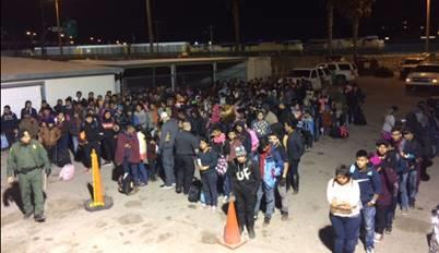 U.S. Border Patrol agents detained two large groups of illegal immigrants consisting of over 400 people within five minutes in El Paso, Tex., on March 19, 2019. (U.S. Customs and Border Protection)