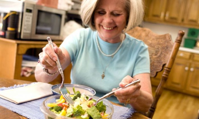 Prescriptions for healthier foods would provide patients with a discount to buy higher quality foods. (Pixnio)