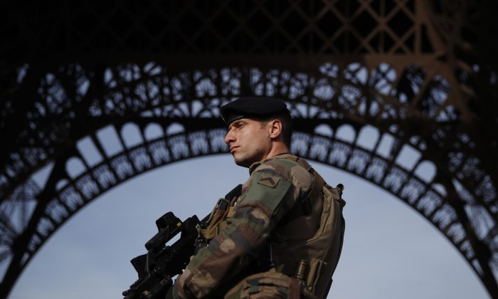 A Sentinelle soldier patrols in front of the Eiffel Tower, Paris, France on Nov. 1, 2017. (Christian Hartmann/AFP/Getty Images)