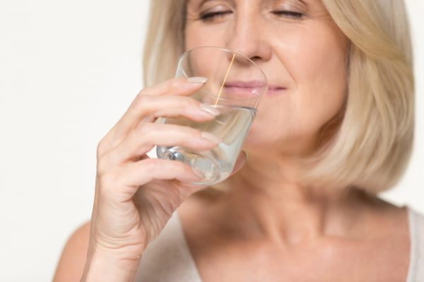 8 Things That Happen When You Drink Only Water for a Month