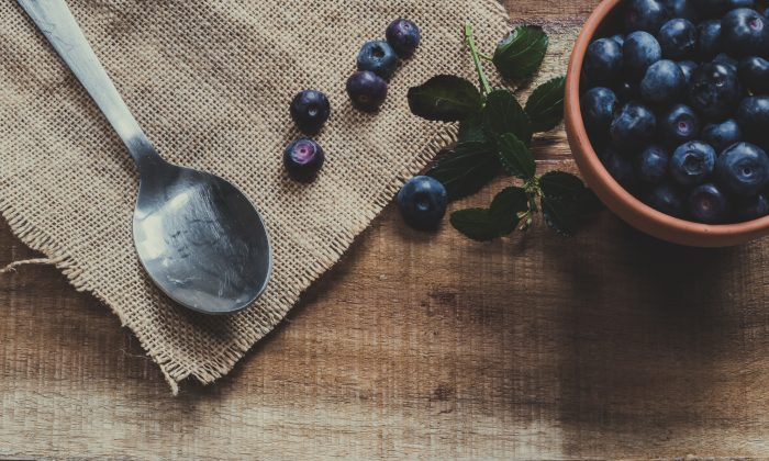 Blueberries are a delicious way to get a nootropic brain boost. (Ylanite Koppens/Pexels)