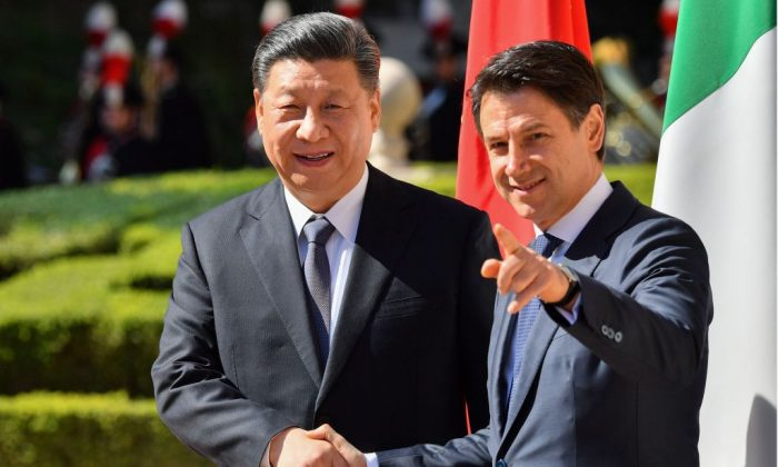 Italy's Prime Minister Giuseppe Conte (R) shakes hand with Chinese leader Xi Jinping during a welcoming ceremony in Rome on March 23, 2019. (Alberto Pizzoli/AFP/Getty Images)