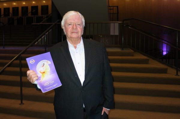 Wally Gribben, a former radio host, attended Shen Yun