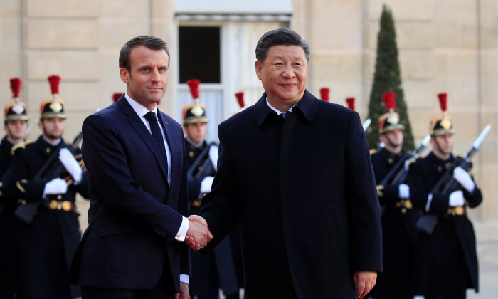 French President Emmanuel Macron welcomes Chinese Leader Xi Jinping at the Elysee Palace in Paris, France, on March 25, 2019. (Gonzalo Fuentes/Reuters)
