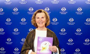 Business Owner Touched by Shen Yun Beauty