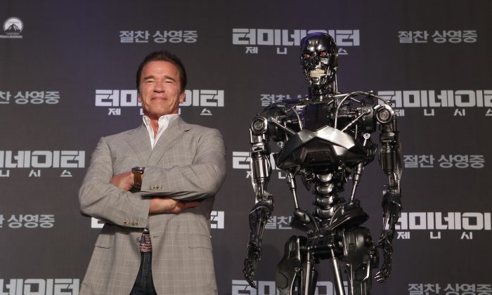 Actor Arnold Schwarzenegger (L) at a press conference on the film Terminator Genisys at the Ritz Carlton Hotel in Seoul, South Korea, on July 2, 2015. (Chung Sung-Jun/Getty Images for Paramount Pictures International)