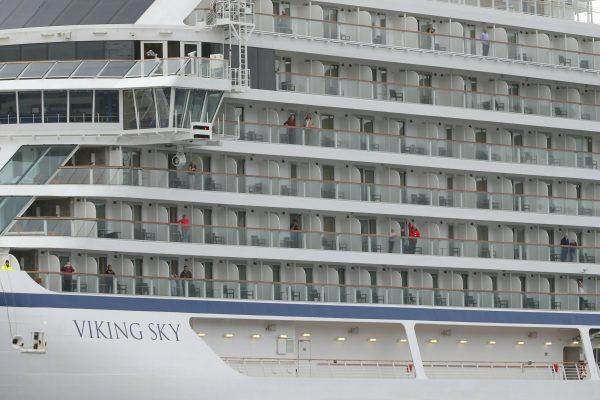 people in cruise ship
