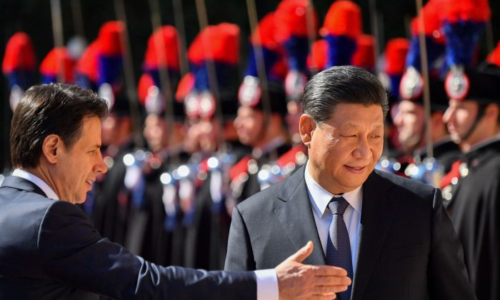 Italian Prime Minister Giuseppe Conte shows the way to Chinese leader Xi Jinping during a welcoming ceremony upon Xi Jinping's arrival for their meeting at Villa Madama in Rome on March 23, 2019. (Alberto Pizzoli/AFP/Getty Images)