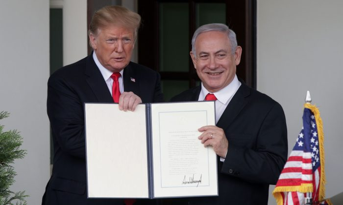 President Donald Trump (L) and Prime Minister of Israel Benjamin Netanyahu show the proclamation recognizing Israel's sovereignty over Golan Heights after a meeting outside the West Wing of the White House on March 25, 2019. (Alex Wong/Getty Images)