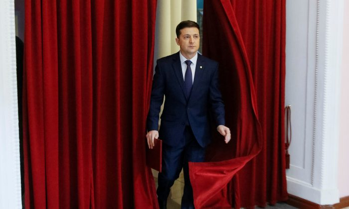 FILE PHOTO: Volodymyr Zelenskiy, Ukrainian comic actor and candidate in the upcoming presidential election, takes part in a production of the Servant of the People television series in Kyiv, Ukraine, on March 6, 2019. REUTERS/Valentyn Ogirenko/File Photo