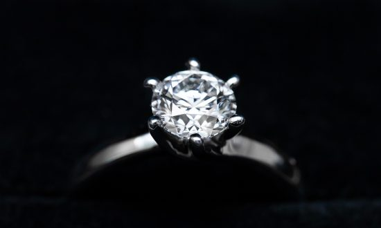 Woman Buys $13 Ring at a Flea Market & Learns It's a 26-Carat Diamond 30 Years Later