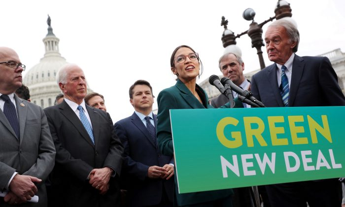 """Rep. Alexandria Ocasio-Cortez (D-NY) and Senator Ed Markey (D-MA) hold a news conference for their proposed """"Green New Deal"""" at the Capitol in Washington, on Feb. 7, 2019. (Jonathan Ernst/Reuters)"""