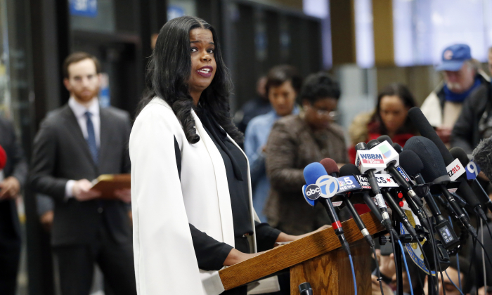 Cook County State's attorney Kim Foxx speaks with reporters and details the charges against R. Kelly's first court appearance at the Leighton Criminal Courthouse on Feb. 23, 2019 in Chicago, Illinois. (Nuccio DiNuzzo/Getty Images)
