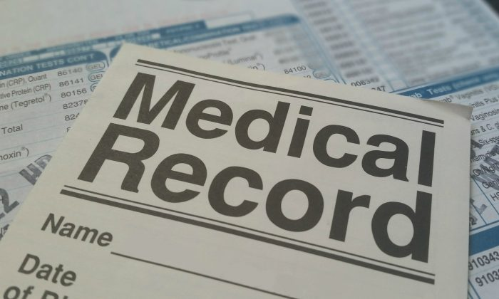Patients have a right to see their medical records, and make sure there are no mistakes. (Pixabay)