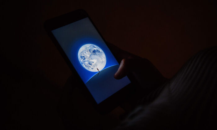 The loading screen for WeChat. (Anthony Wallace/AFP/Getty Images)