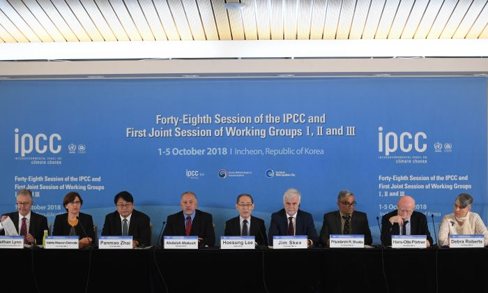 Hoesung Lee (C), chair of the IPCC, speaks during a press conference of the Intergovernmental Panel for Climate Change (IPCC) at Songdo Convensia in Incheon on October 8, 2018. JUNG YEON-JE/AFP/Getty Images
