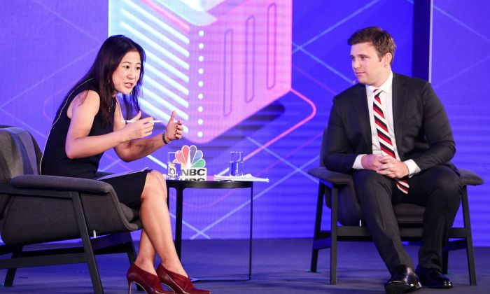 Cindy Mi(L), Founder & CEO of VIPKid, speaks with Everett Rosenfeld of CNBC at LN Garden Hotel on November 28, 2018 in Guangzhou, China. (Dave Zhong/Getty Images for CNBC International)