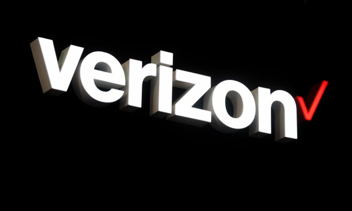 A logo sits outside the Verizon booth during the GSMA Mobile World Congress in Barcelona, Spain, on Feb. 26, 2019. (David Ramos/Getty Images)