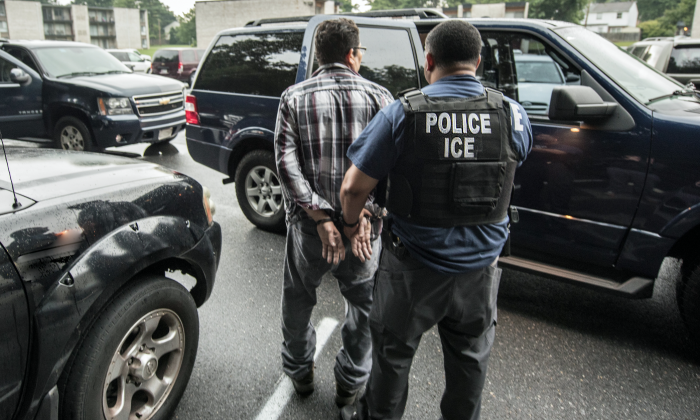 ICE arrests a man in Baltimore, Md., on Aug. 6, 2015. (ICE)