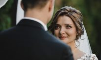 Deaf Groom Tears Up When Bride Locks Eyes with Him and Starts 'Singing' with Her Hands