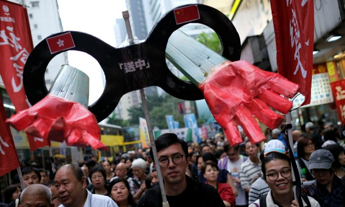 Demonstrators march during a protest to demand authorities scrap a proposed extradition bill with China, in Hong Kong, China on March 31, 2019. (Reuters/Tyrone Siu)