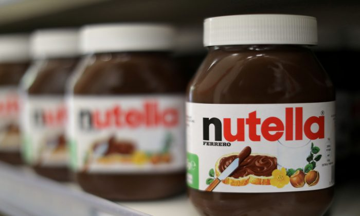 FILE PHOTO: Jars of Nutella chocolate-hazelnut paste are displayed in a Casino supermarket in Nice, France, January 16, 2017. REUTERS/Eric Gaillard/File Photo