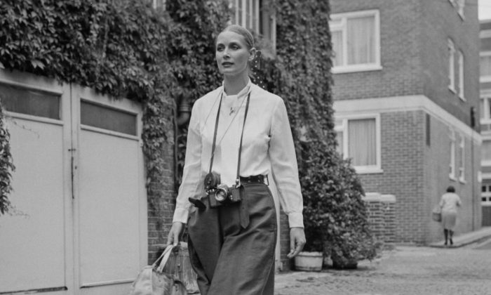 British fashion model and actress Tania Mallet in London, UK, on Aug. 9, 1971. (Dove/Daily Express/Getty Images)
