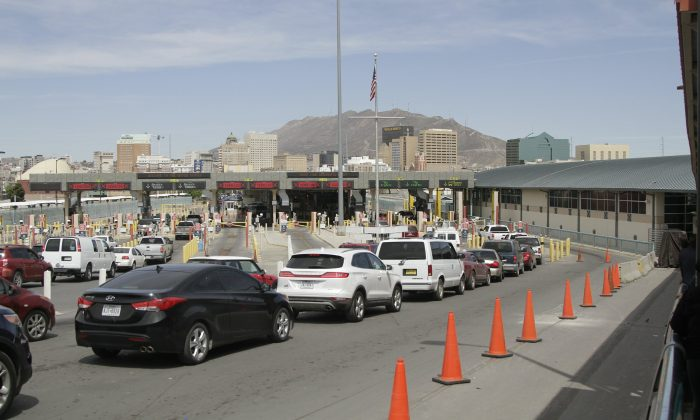 Vehicles from Mexico and the United States approach a border crossing in El Paso, Texas, on April 1, 2019. (Cedar Attanasio/AP Photo)