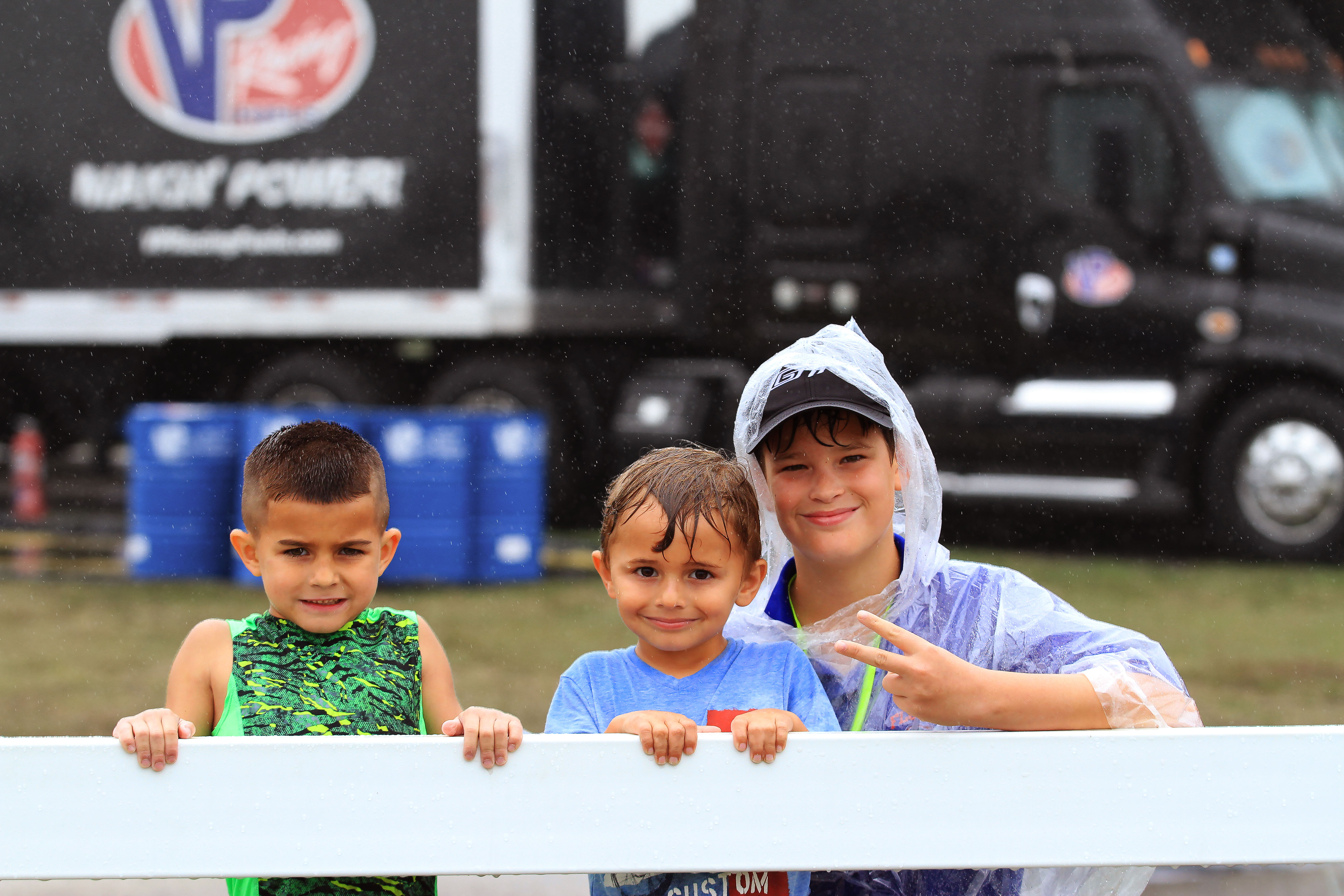 Young fans wait for the start of the race.