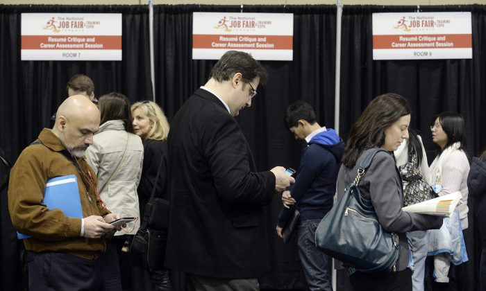 People wait in line for resume critique and career assessment sessions at the 2014 Spring National Job Fair and Training Expo in Toronto, on April 3, 2014. (Aaron Harris/Reuters)
