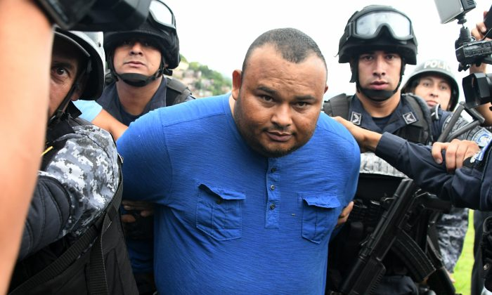 "Honduran convicted drug trafficker Noe Montes Bobadilla aka ""Tom"" is escorted by agents of the Tigres special force of the National Police upon his arrival in Tegucigalpa on June 14, 2017. (Orlando Sierra/AFP/Getty Images)"