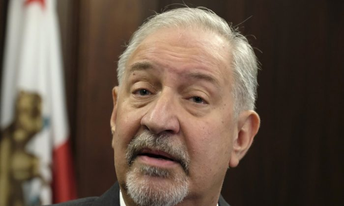 Attorney Mark Geragos talking to the media during a news conference in downtown Los Angeles. (Richard Vogel/AP Photo, file)