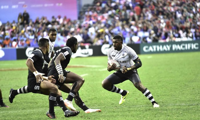 Confrontation between New Zealand (in Black) and Fiji in the semi-finals of the 2018 HSBC Hong Kong Sevens. Fiji prevailed to play and beat Kenya in the Final at the Hong Kong Stadium on April 7, 2018. (Bill Cox/Epoch Times)