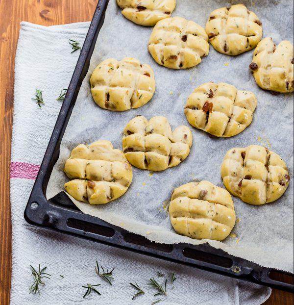 Pan di ramerino tuscan easter sweet bread unbaked buns