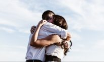 10 Amazing Benefits of Hugging—According to Science