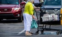 Cop Feels Compelled to Shop for Elderly Lady When Out-Of-Town Family Can't Reach Her