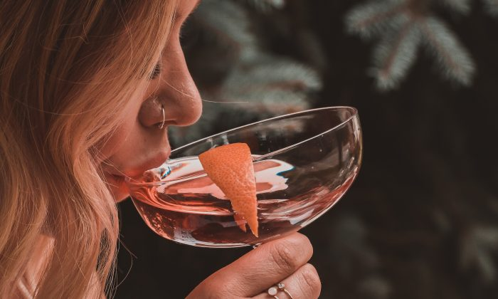 Lady drinking a cocktail. (Jacalyn Beales/Unsplash)