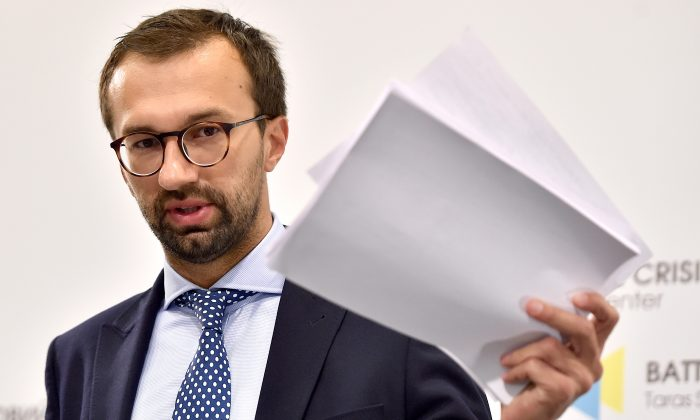 Ukrainian member of parliament Serhiy Leshchenko holds pages showing allegedly signings of payments to Paul Manafort from an illegal shadow accounting book of the party of former Ukrainian President Viktor Yanukovych, in Kyiv on Aug. 19, 2016. (Sergei Supinsky/AFP/Getty Images)
