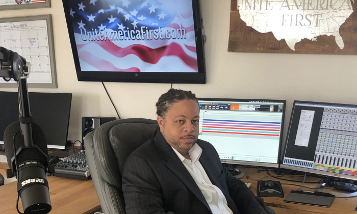 Will Johnson in his studio. (Nathan Su/The Epoch Times)
