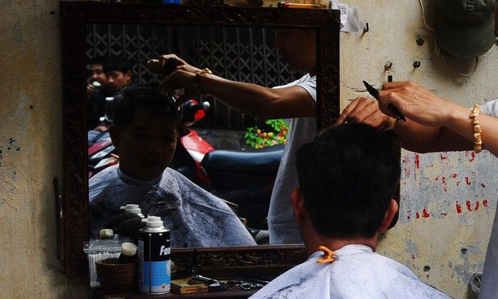 Men getting haircuts. (HOANG DINH NAM/AFP/Getty Images)